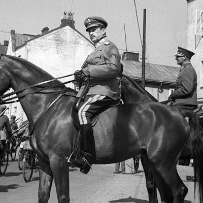 Marsalkka Mannerheim tarkastamassa paraatia 1930-luvun lopussa.