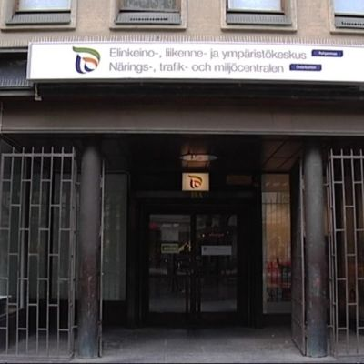 Pohjanmaan ELY-keskuksen sisäänkäynti Vaasassa.