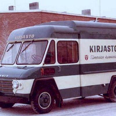Tammelan ensimmäinen kirjastoauto, merkkiä Commer Henna