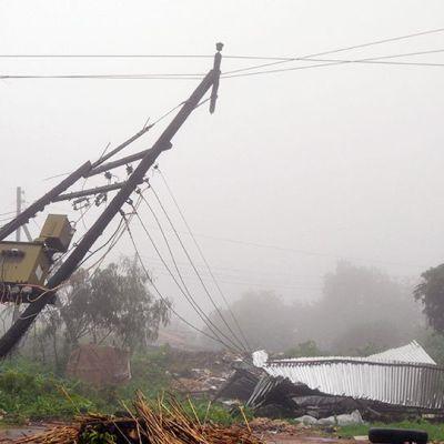 Tulvien vuoksi romahtanut sähkölinja ja talo Malawian Blantyressä.
