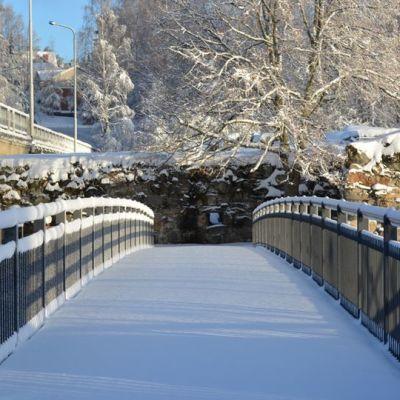 Kajaanin linnanraunioille johtava silta