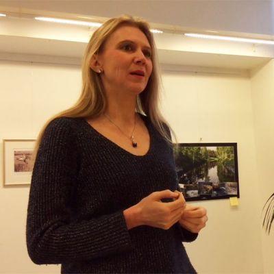 Taiteellinen johtaja Laura Mikkola esitteli vuoden 2015 Iitin musiikkijuhlien ohjelman