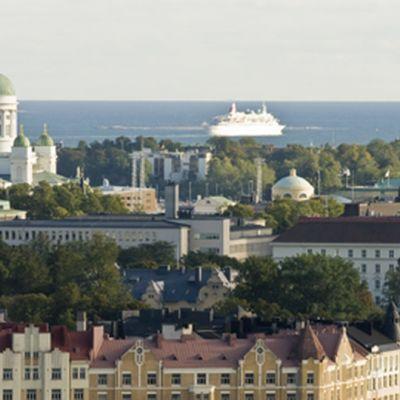 Näkymä Helsingin yli tuomikirkolle ja merelle päin.