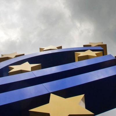 Eurotunnus Frankfurtissa Saksassa Euroopan keskuspankin edustalla.