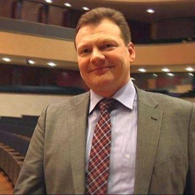 Lahden Sibeliustalo Oy:n uutena toimitusjohtajana aloitti 1.5.2011 oikeustieteen maisteri Taneli Tuomaala.