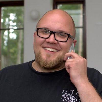 Jurassic Rockin promoottori Jukka Holmstedt kiireisenä.