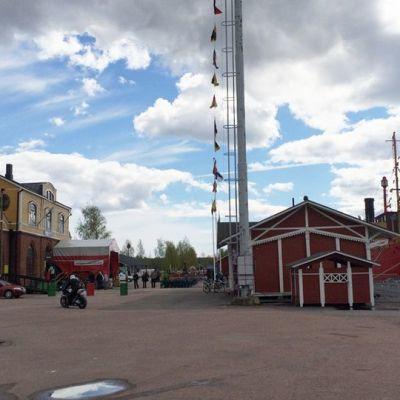 Tervasaari sijaitsee noin kilometrin päässä Haminan keskustasta