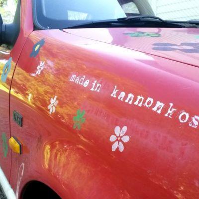 Auton kyljessä lukee Made in Kannonkoski.