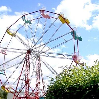 Nokkakiven huvipuiston maailmanpyörä.