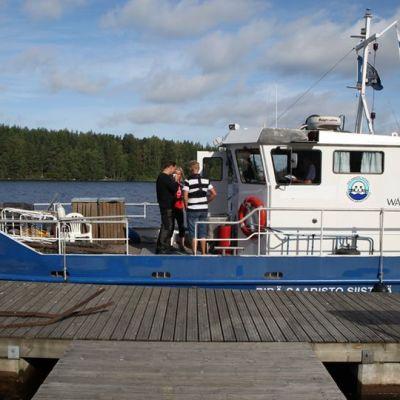 Roopetar-laiva satamassa.