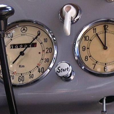 Mercedes-Benzin mittaristo.