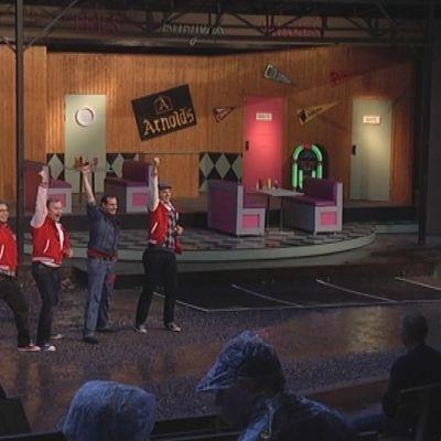Samppalinnan kesäteatterin näytelmä