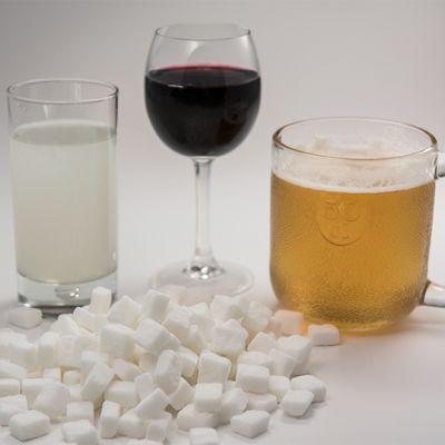 Sokeripaloja ja alkoholijuomia.