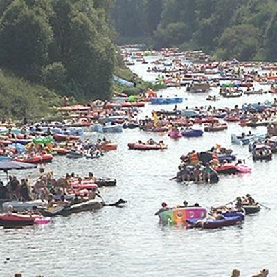 Kumilauttoja joella