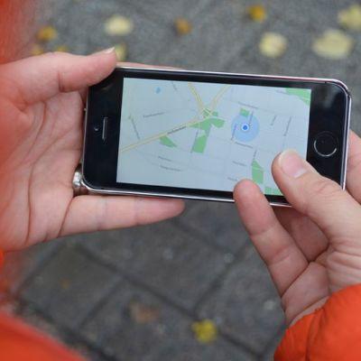 Kartta älypuhelimen näytöllä.