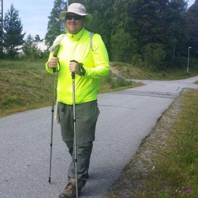 Pekka Tetri kerää rahaa Syöpäsäätiölle kävelemällä Turusta Ouluun.