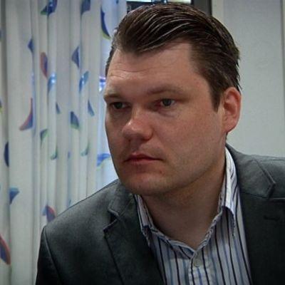 Kansanedustaja Mikko Savola.