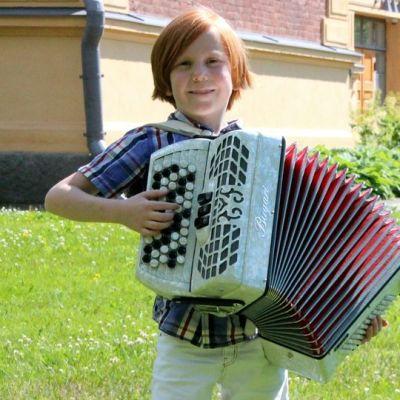 Hopeisen Harmonikan voittaja 2015, kontiolahtelainen Eemil Ullgrén.