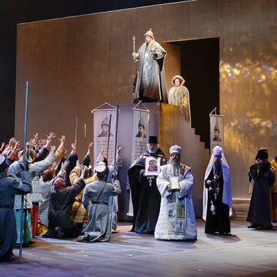 Kohtaus Boris Godunov -oopperasta.