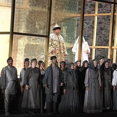 Boris Godunov on päässyt tsaariksi, roolissa Matti Salminen
