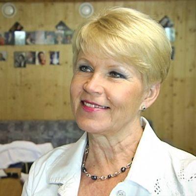 Eija Sinikka Someron Esakallion lavalla.