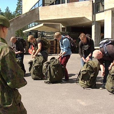 Uudet varusmiehet aloittivat palveluksensa Karjalan prikaatissa maanantaina