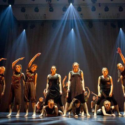 Kajaanin Tanssiteatterin tanssijoita.