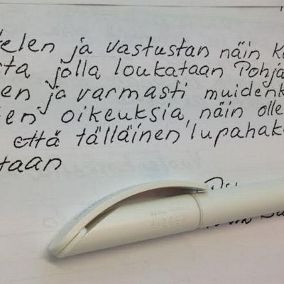 tekstiä paperilla