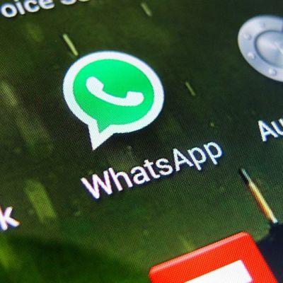Facebook ja Whatapps -mobiilisovellusikonit.