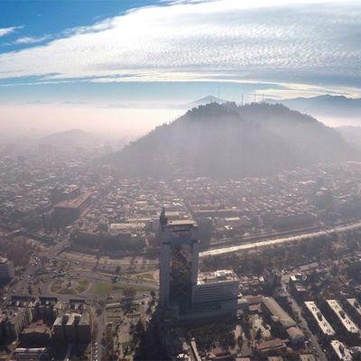 Saastesumuinen Santiago ilmasta kuvattuna.