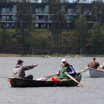 Kalastajia Särkisellä