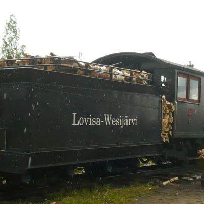 Jokioisten museorautatien 2015 juhannusjunan veturina on vanha Loviisa-Vesijärvi radan veturi