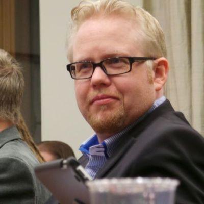 Juha Vasama Porin valtuustossa.