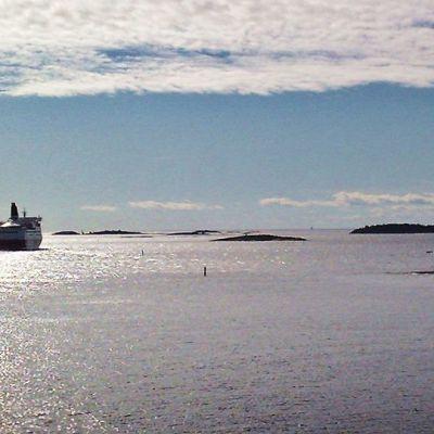 Ruotsinlaiva Saaristomerellä.