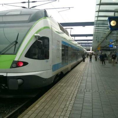 Junaliikenne seisoi Helsingissä tiistaina 28.10.2014 laitevian vuoksi.