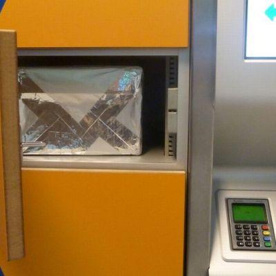 Itellan pakettiautomaatti kauppakeskukssa.
