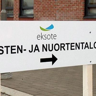 Lasten- ja nuortentalo Rakuunamäellä.
