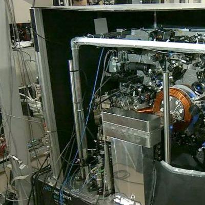 Japanilaistiedemiesten valmistama uudenlainen supertarkka atomikello.