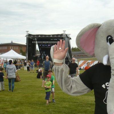 FC-Ronsujen norsu Kantolan tapahtumapuistossa