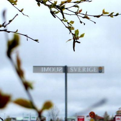 Suomen ja Ruotsin raja Haaparannalla ja Torniossa.
