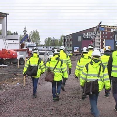 Aluehallintoviraston tarkastajien yllätysisku Vantaan asuntomessutyömaalla.