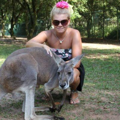 Iina Karppinen ja australialainen kenguru.