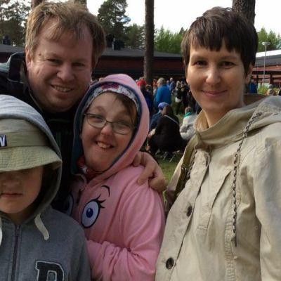 Ronan, Seamus, Inari ja Taina Hickey osallistuivat kesäjuhlaan Tahkokankaalla.