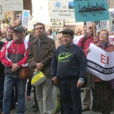 Pelko ISIS-järjestön levittäytymisestä Viroon toi tuhatkunta ihmistä Tallinnan kaduille.