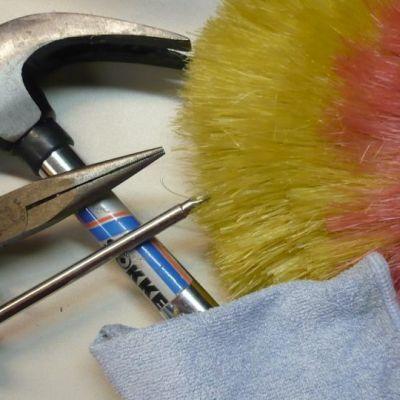 työkaluja ja siivousvälineitä