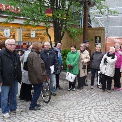 Katuturvallisuuskävelyn aikana löytyi monta rakennustyömaata Oulun keskustasta.
