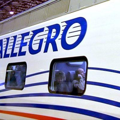 Allegro-juna Helsingin rautatieasemalla.