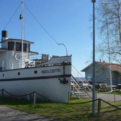 Laivakahvila Hailuoto Lumijoen Varjakassa satamassa.