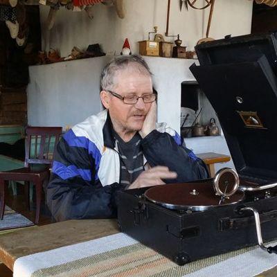 Vanha gramofoni on Kemijärven kotiseutumuseon uusia hankintoja
