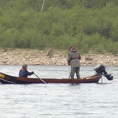 Kulkuttajat veneessä